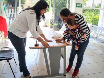 "<a href=""/noticias/facilitan-en-registro-civil-estatal-la-doble-nacionalidad-hijos-de-migrantes-morelenses"">Facilitan en Registro Civil Estatal la doble nacionalidad a hijos de migrantes morelenses</a>"