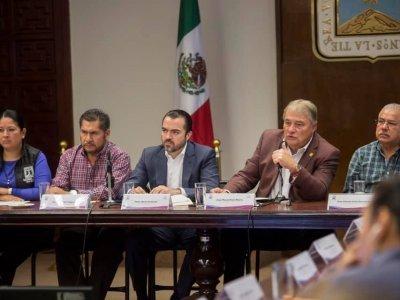 """<a href=""""/noticias/pide-cuauhtemoc-blanco-gabinete-estatal-redoblar-esfuerzos"""">Pide Cuauhtémoc Blanco a gabinete estatal redoblar esfuerzos</a>"""