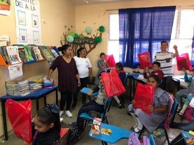 """<a href=""""/noticias/continua-entrega-de-kits-escolares-ninas-y-ninos-de-escuelas-danadas-por-sismo-19s"""">CONTINÚA ENTREGA DE KITS ESCOLARES A NIÑAS Y NIÑOS DE ESCUELAS DAÑADAS POR SISMO 19S</a>"""