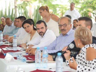 """<a href=""""/noticias/atiende-poder-ejecutivo-necesidades-prioritarias-de-los-36-municipios-de-morelos"""">Atiende Poder Ejecutivo necesidades prioritarias de los 36 municipios de Morelos</a>"""