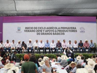 """<a href=""""/noticias/inicia-ciclo-agricola-primavera-verano-cuauhtemoc-blanco-entrega-semillas-y-otros-apoyos"""">INICIA CICLO AGRÍCOLA PRIMAVERA-VERANO; CUAUHTÉMOC BLANCO ENTREGA SEMILLAS Y OTROS APOYOS A...</a>"""