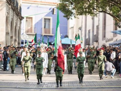 """<a href=""""/noticias/familias-disfrutan-desfile-civico-militar-en-el-primer-cuadro-de-cuernavaca"""">FAMILIAS DISFRUTAN DESFILE CÍVICO-MILITAR EN EL PRIMER CUADRO DE CUERNAVACA</a>"""