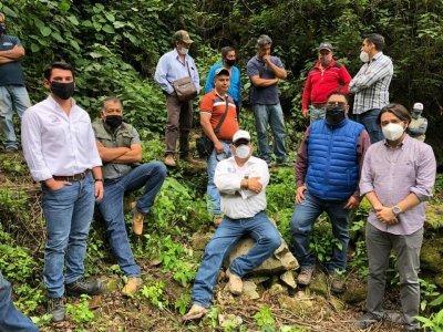 """<a href=""""/noticias/realizan-gobierno-estatal-y-federal-aforo-de-manantiales-de-hueyapan-y-tetela-del-volcan"""">Realizan Gobierno Estatal y Federal aforo de manantiales de Hueyapan y Tetela del Volcán</a>"""